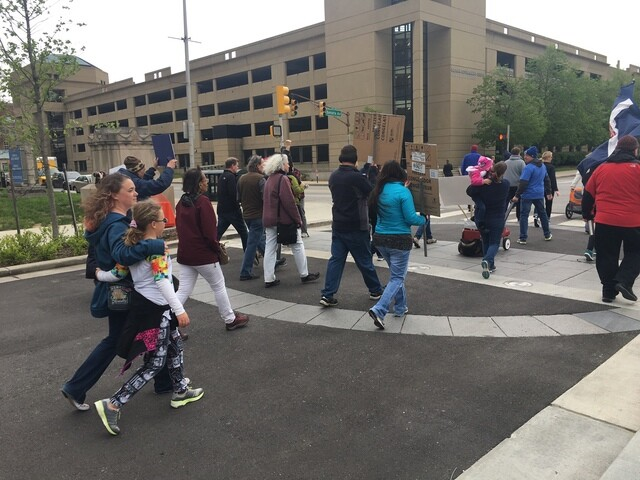 """PHOTOS: Thousands """"March for Science"""" on Earth Day in Indy"""