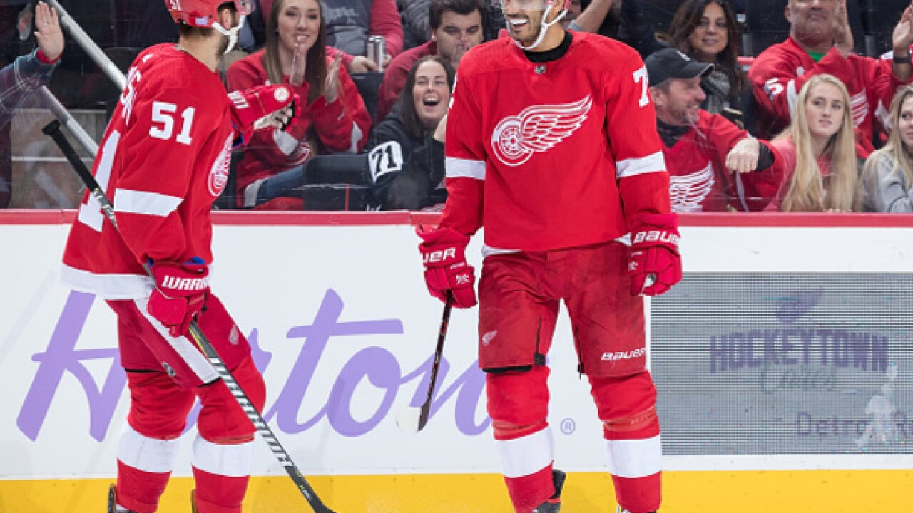 Red Wings stay red-hot, beating Coyotes for seventh win in last eight