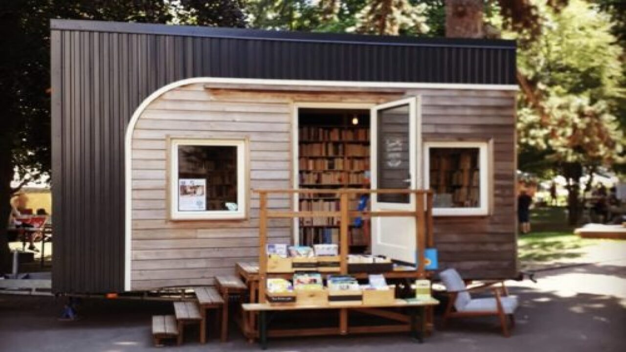 This Tiny Bookstore On Wheels Brings Books To Towns Whose Bookstores Have Closed—and It's Gorgeous