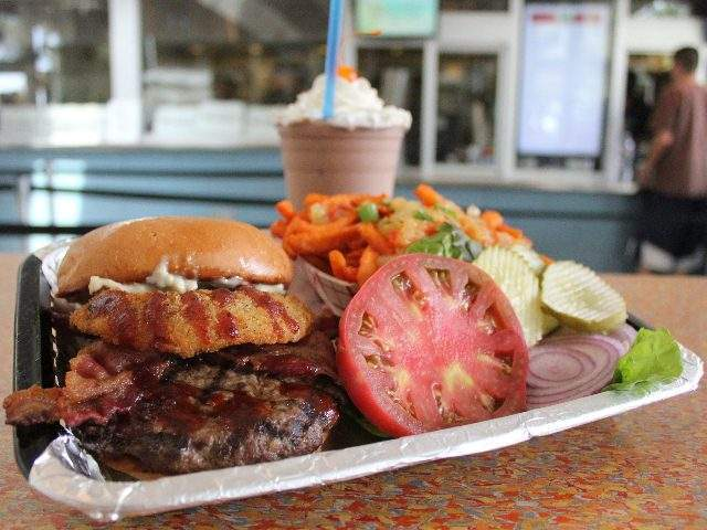 30 Arizona restaurants featured on 'Diners, Drive-ins and Dives'