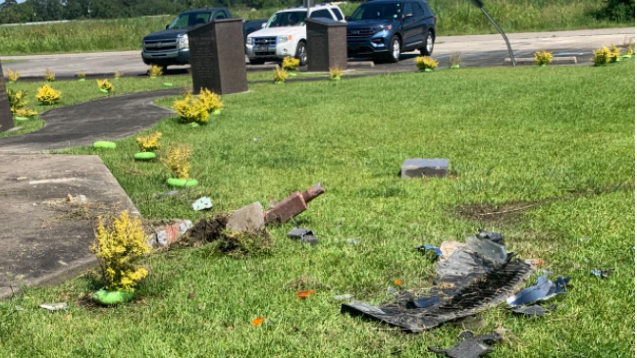 Lydia Veterans Memorial Damage.png