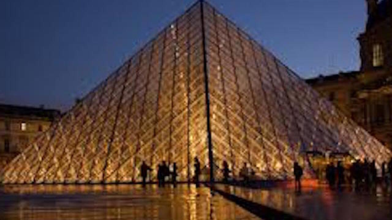 Soldier shoots knife attacker near Louvre museum in Paris