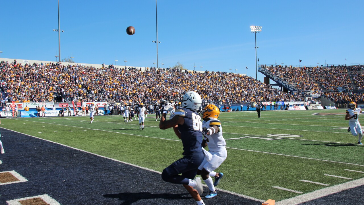 Lance Mcuctcheon catches a 16-yard touchdown from Matt McKay