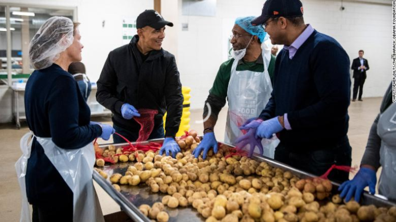 Obama surprises Chicago food bank volunteers, helps prepare Thanksgiving meal bags