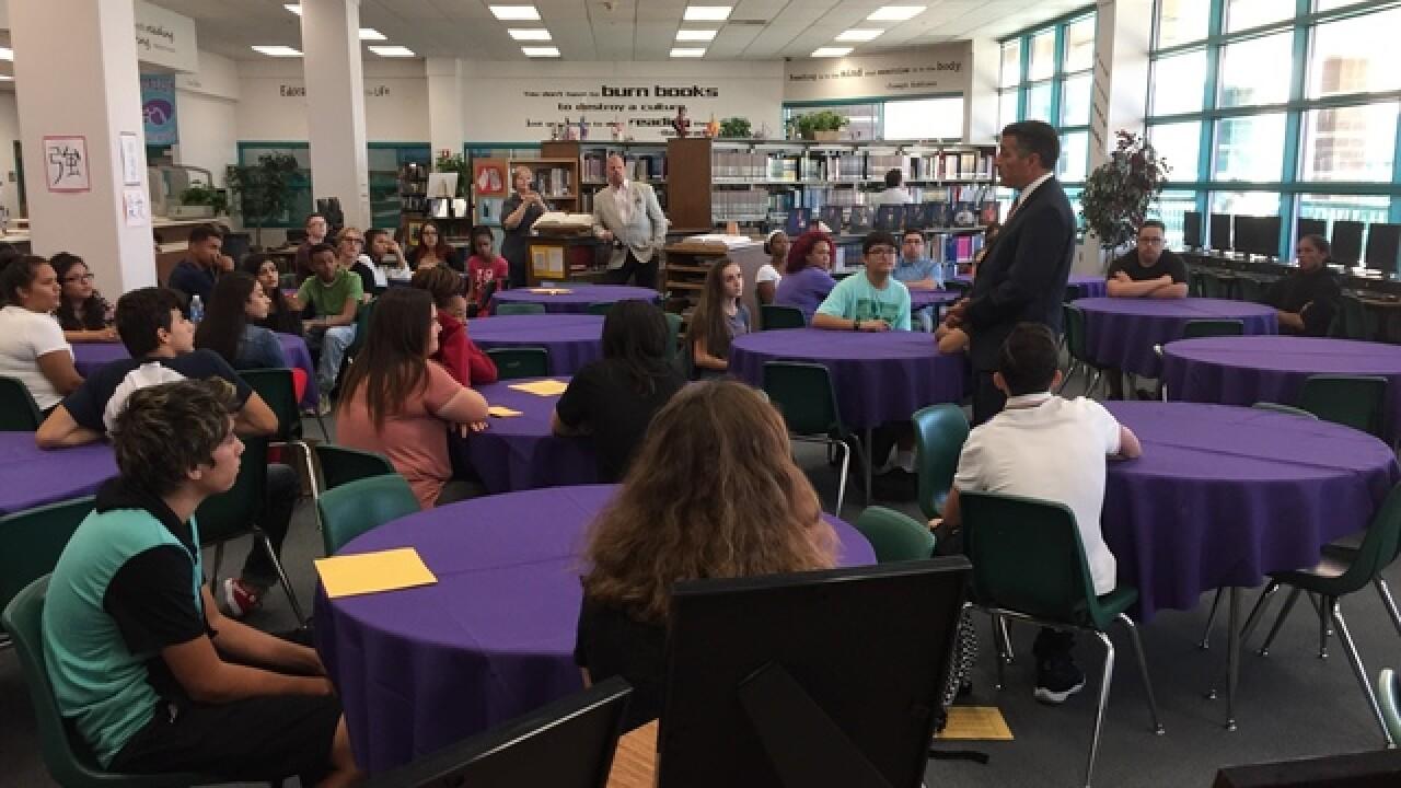 Gov. Sandoval meets with Las Vegas students