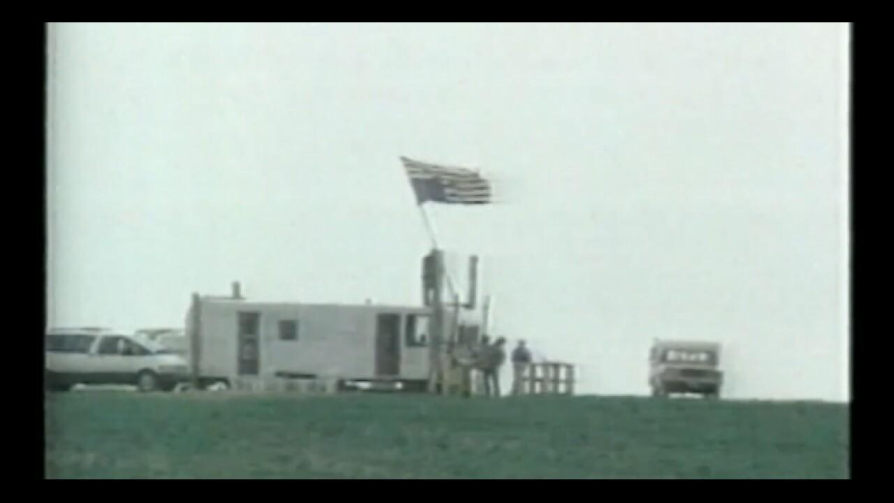 Freemen hoist upside down US Flag.jpg