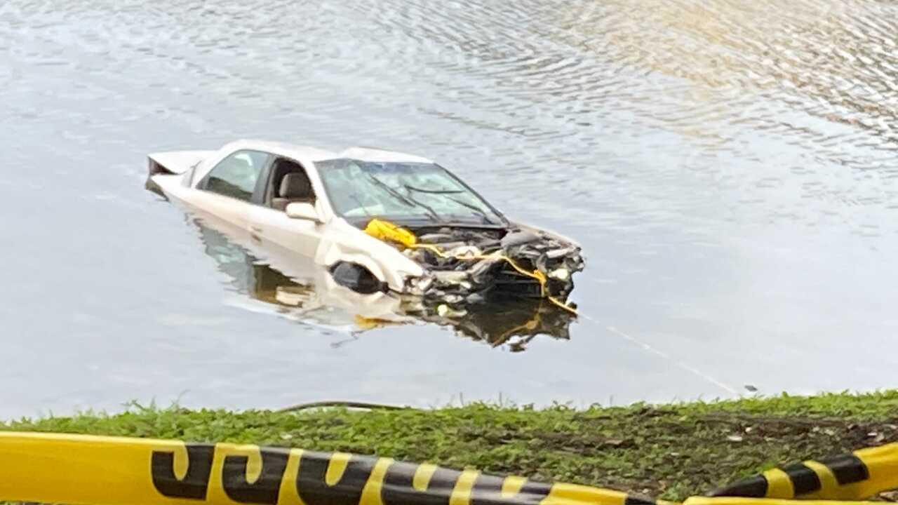 car crashes into hillsborough river (2).jpg
