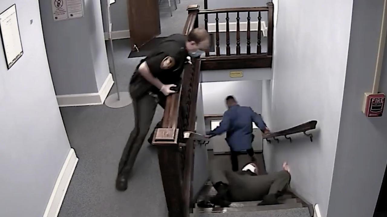 Dramatic video shows suspect escape courthouse