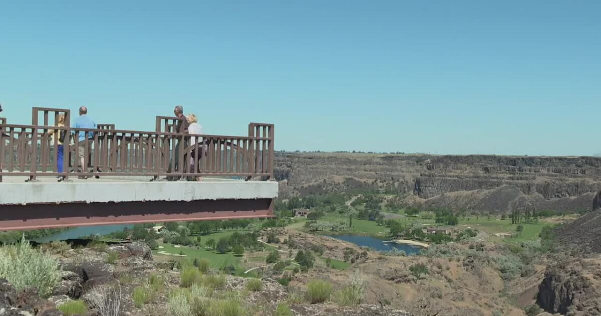 Twin Falls base jumper missing after swimming in Snake River
