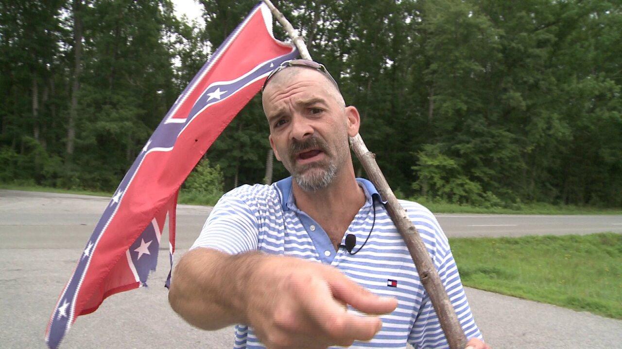 Confederate Flag waving dad wants guy who pointed gun at him thrown injail