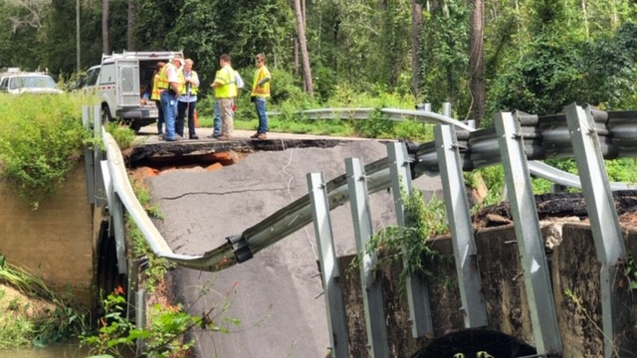 Bridge on road between Florida-Georgia line collapses, causes car crash