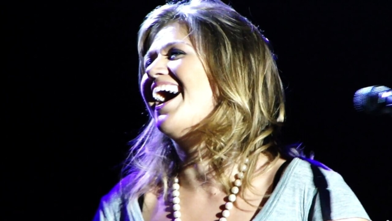Kelly Clarkson cancels Tampa tour date