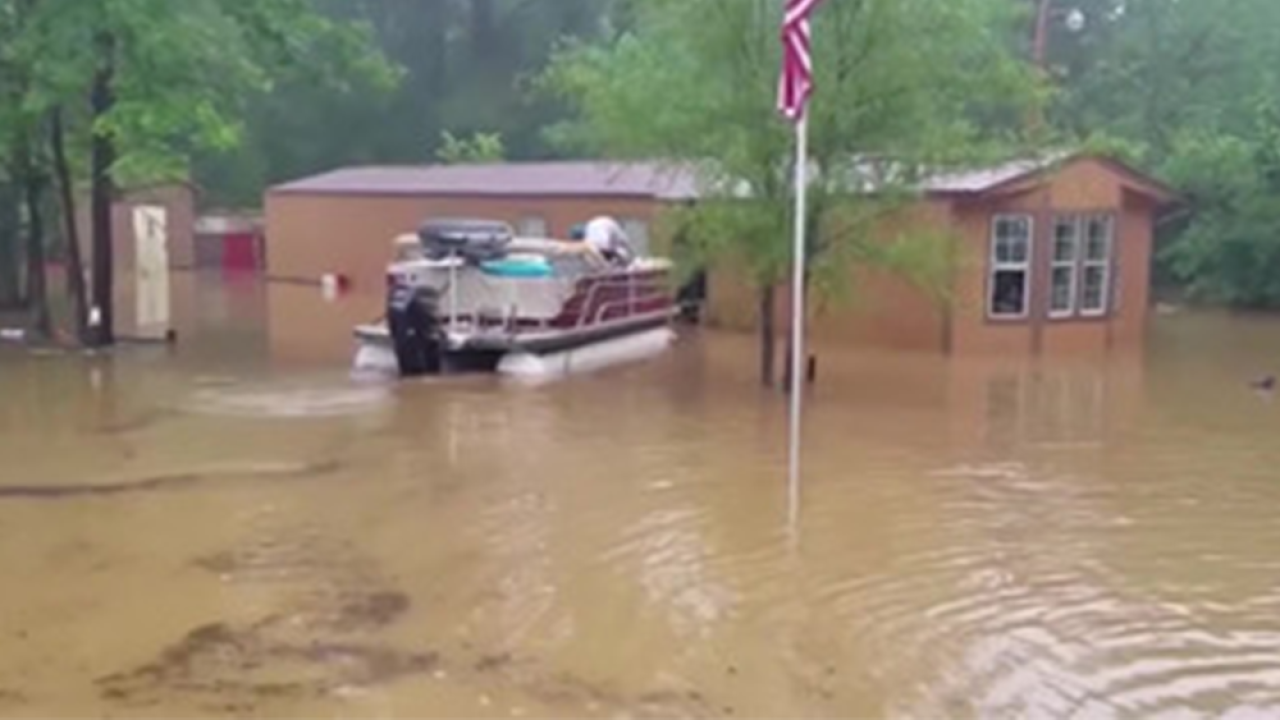 Southeast Texas battered with rain, hit with another round of flooding