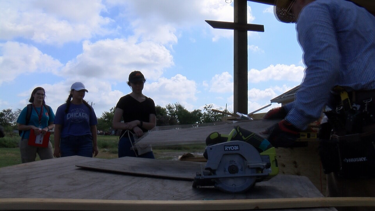 Young volunteers help with Harvey damage