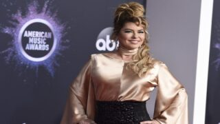 Shania Twain Is Such A Big Britney Spears Fan She Co-wrote One Of Her Early Hits