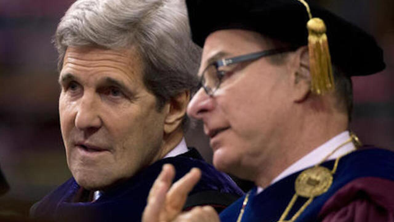 Kerry bashes Trump at commencement