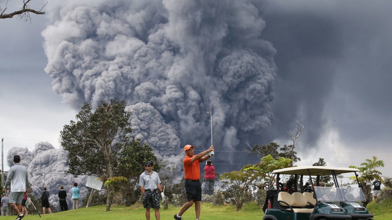 Golfers play on as Hawaii ash cloud grows