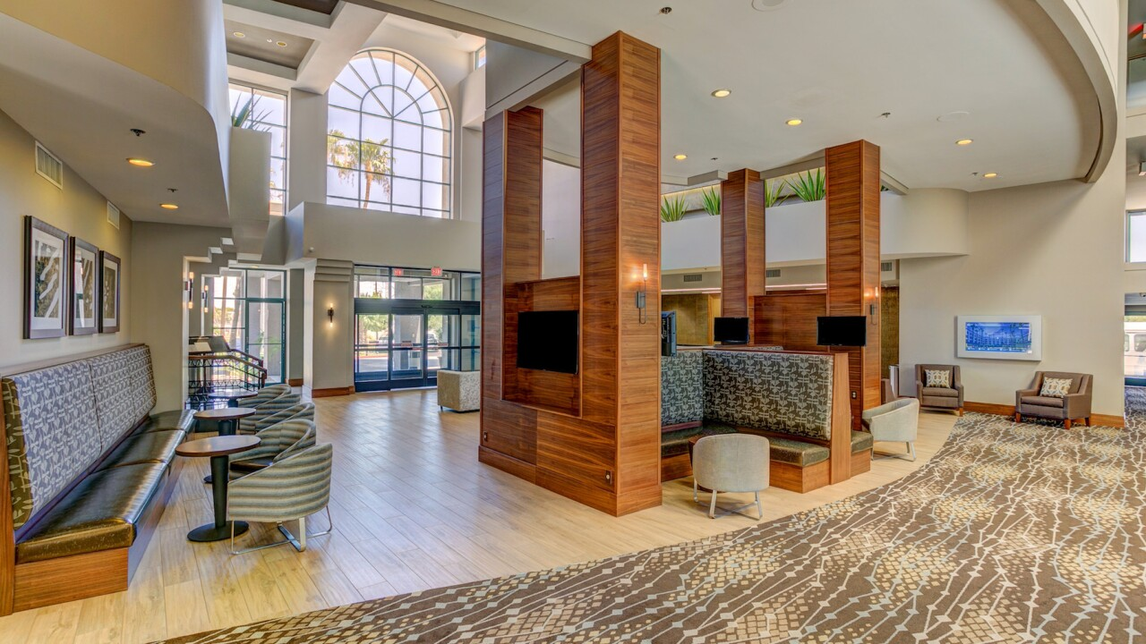 Hilton_Phoenix_Airport_Caliber.jpg