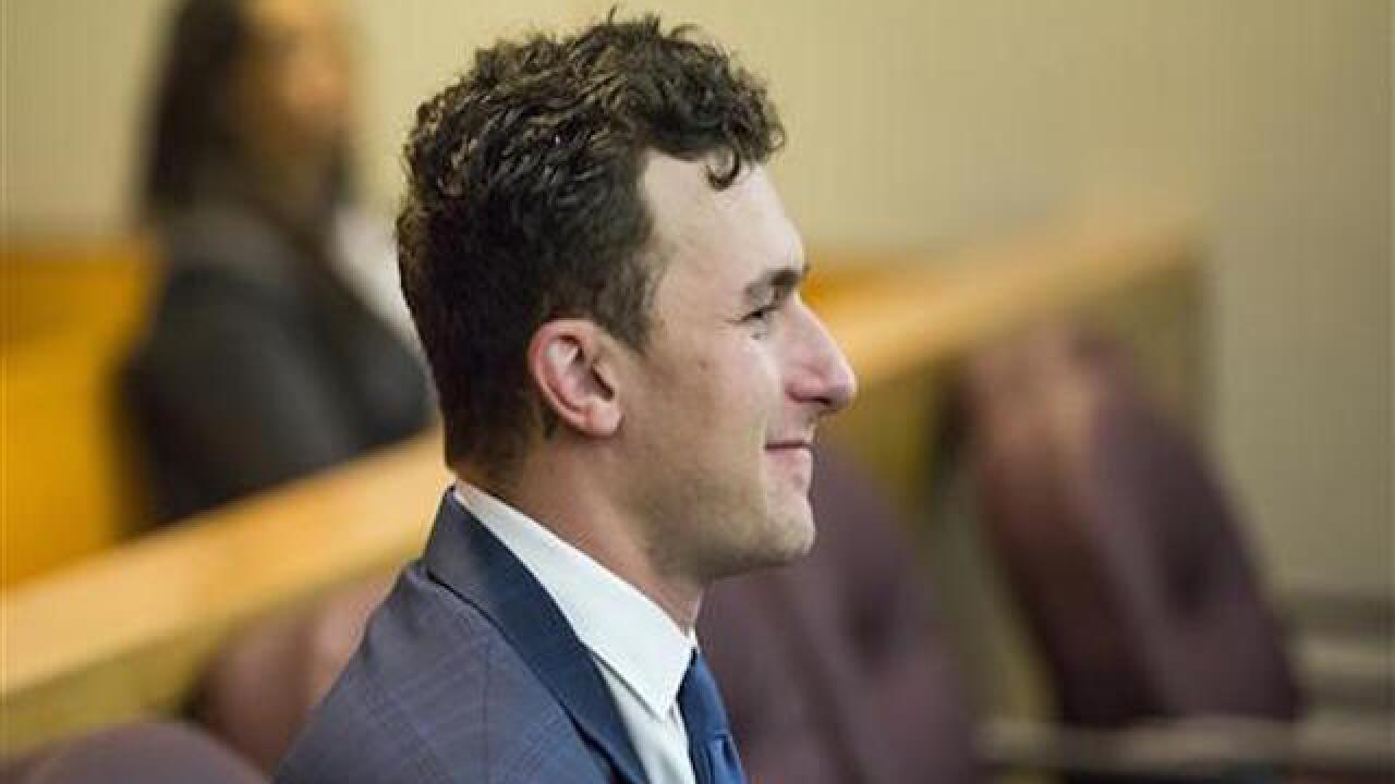 Dallas police: QB Johnny Manziel reports hit-and-run crash