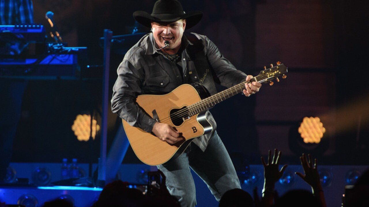 Garth Brooks offers to pay for honeymoon after couple gets engaged at concert