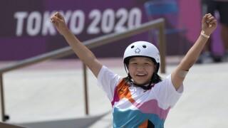 Momiji Nishiya skateboarding