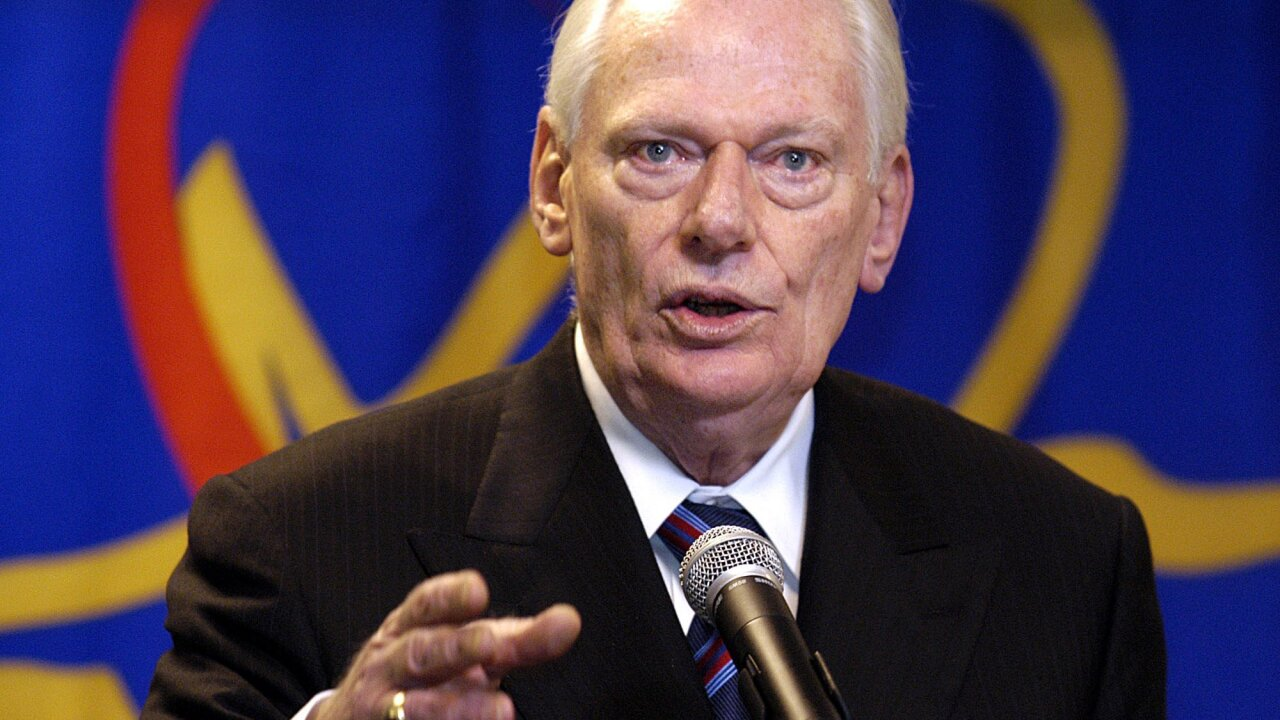 Herb Kelleher, Southwest Airlines founder, dies at 87