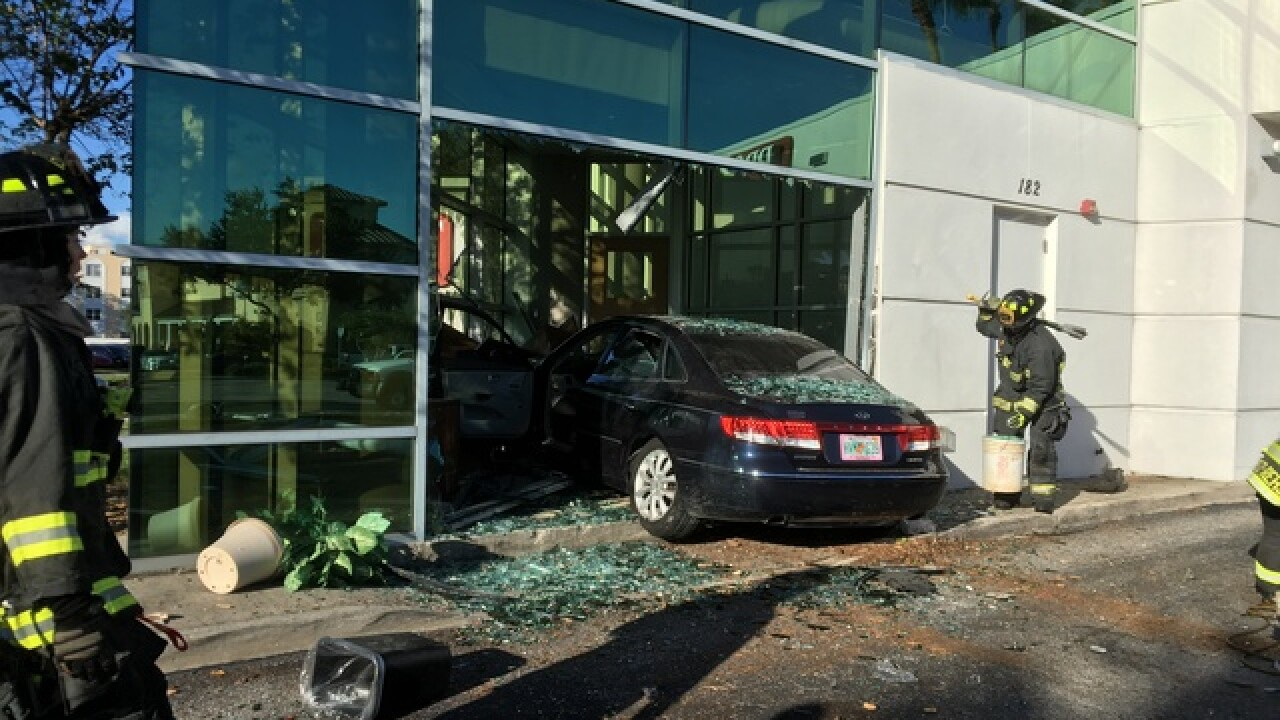 Car crashes into BB&T Bank in St. Pete