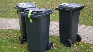 garbage-can-231869_1920.jpg