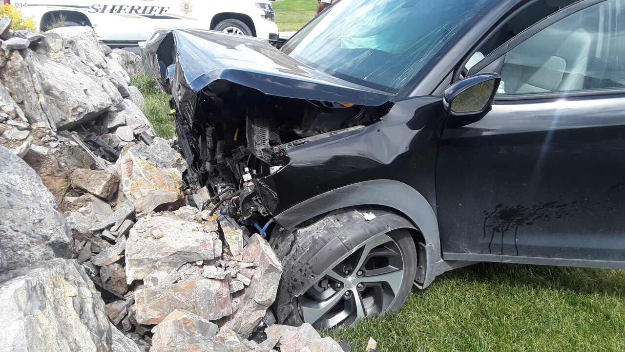 Pregnant woman seriously injured in Eagle Mountain crash