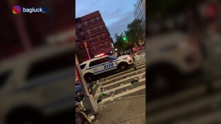 Crowd throws bottles at NYPD vehicle
