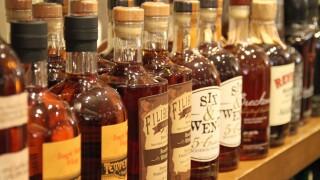 beverage-drink-bottle-alcohol-liquor-whiskey-alcoholic-booze-whisky-liqueur-alcoholic-beverage-distilled-beverage-585775.jpg
