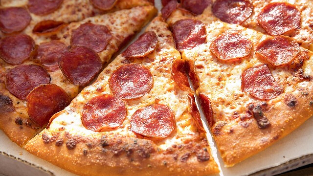 MidiCi's gives away free pizza for grand opening