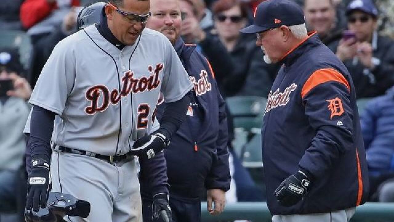 VIDEO: Cabrera exits Tigers game vs White Sox with hip injury