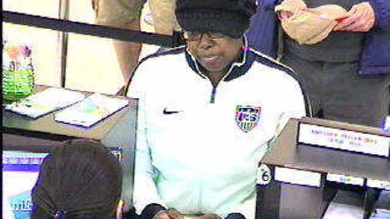 Police looking for identity of robbery suspect