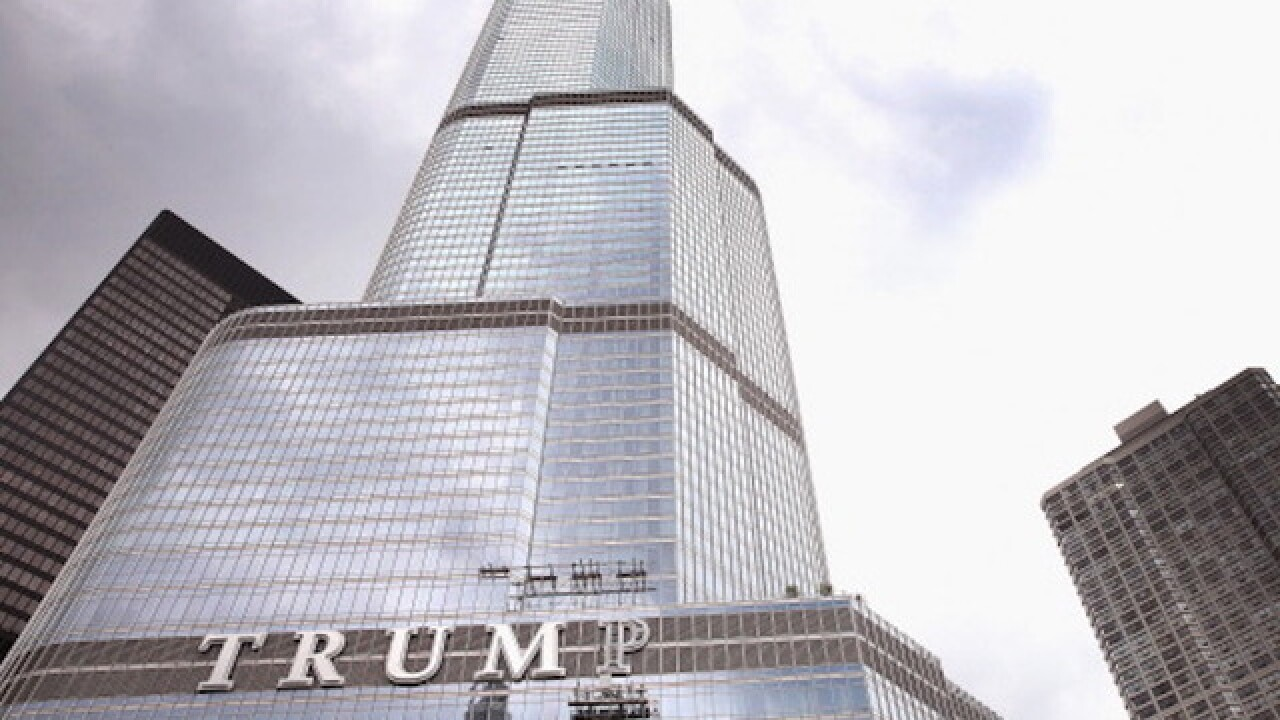 VIDEO: Lightning hits Trump's Chicago building