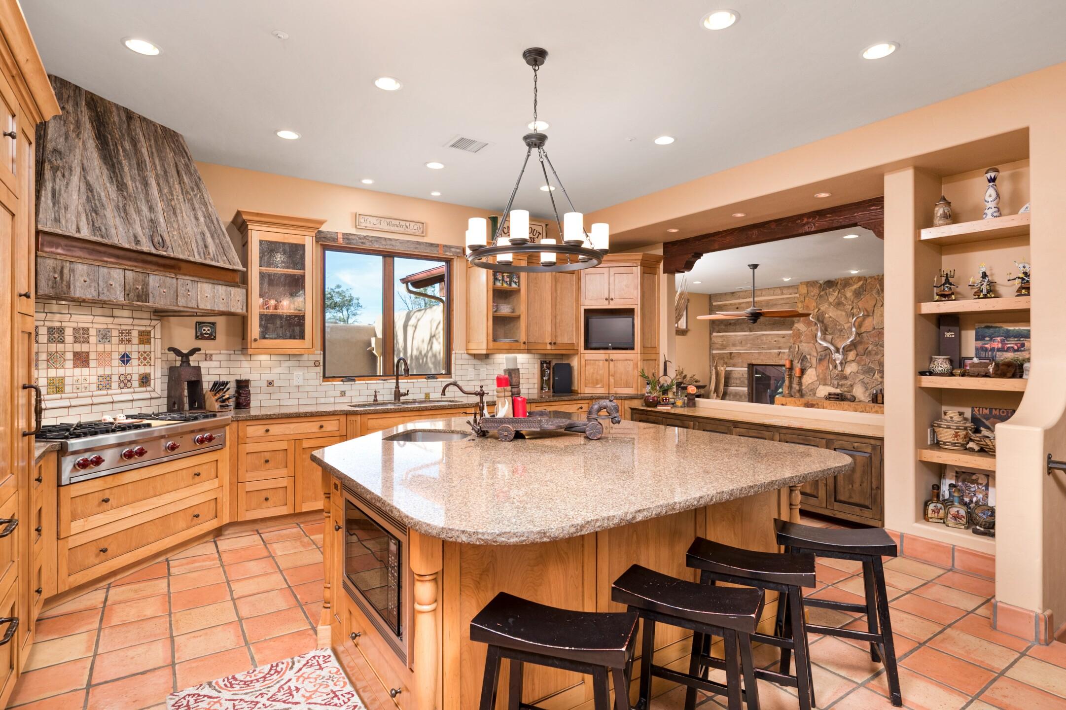 11- Kitchen.jpg