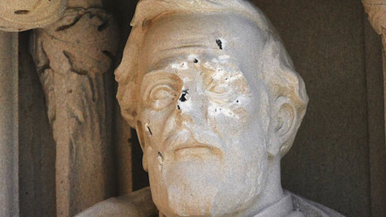 Duke University removes damaged Robert E. Lee statue