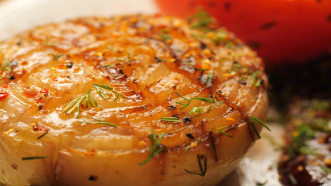 Butter-baked Onion Tastes Like French Onion Soup But It's Much Easier To Make