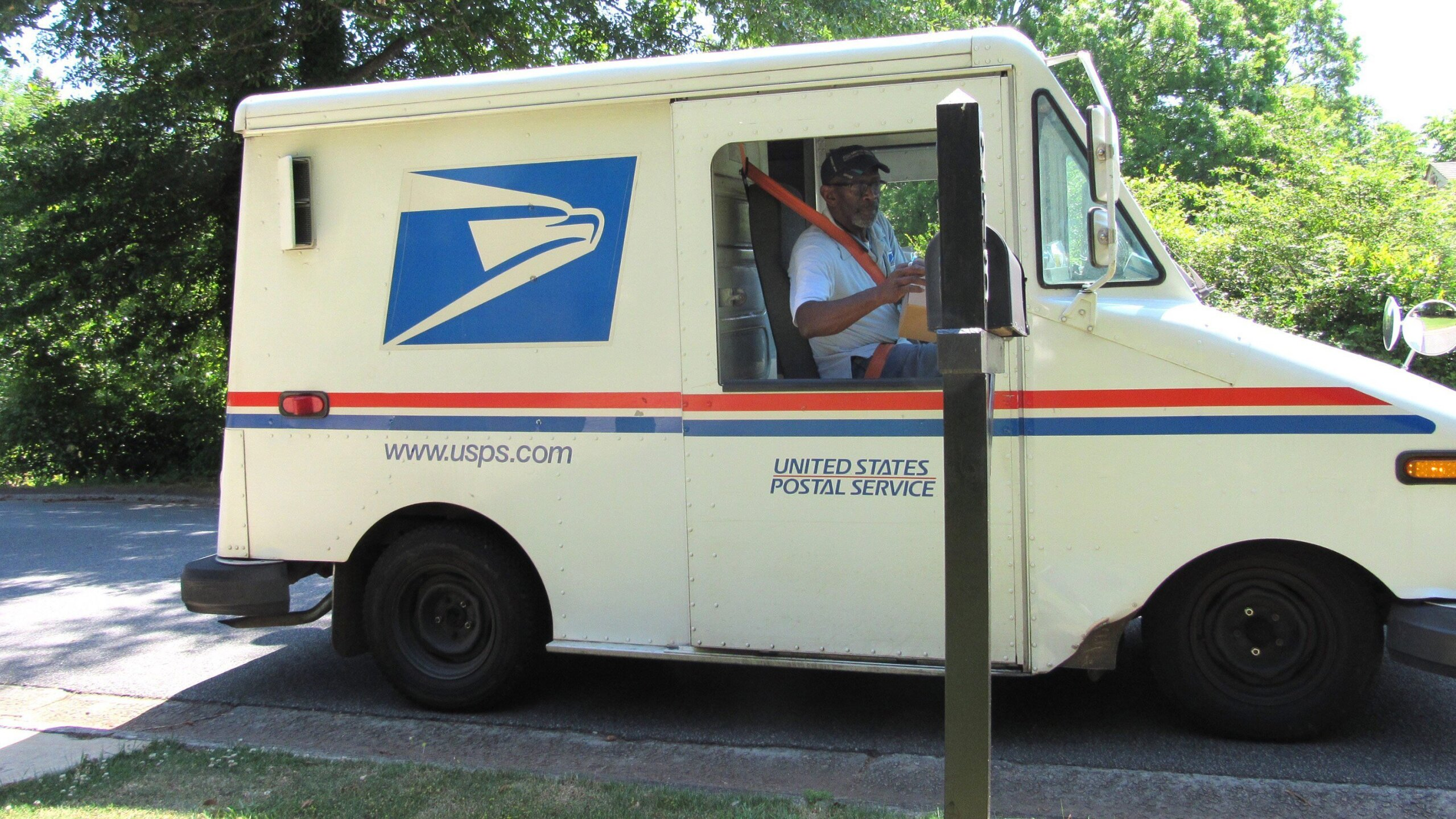 Photos: Neighbors throw retiring Atlanta mailman one heck of a goodbye party