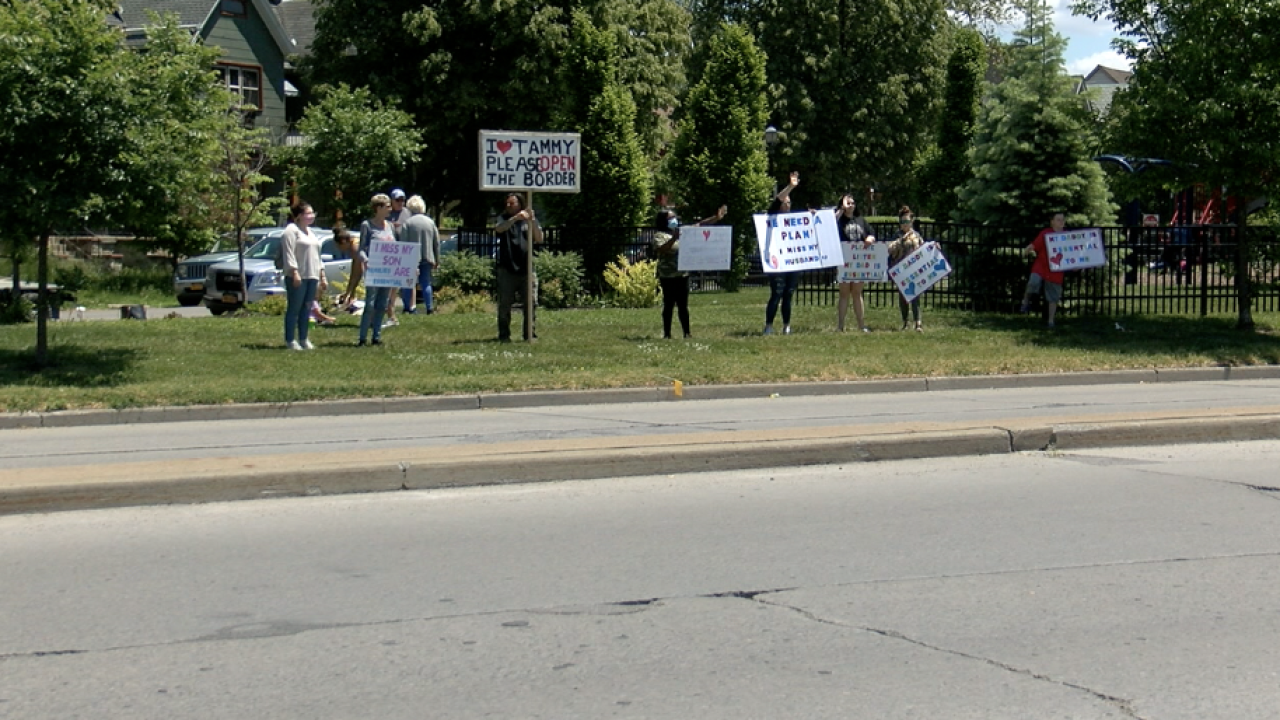 BorderProtest.png