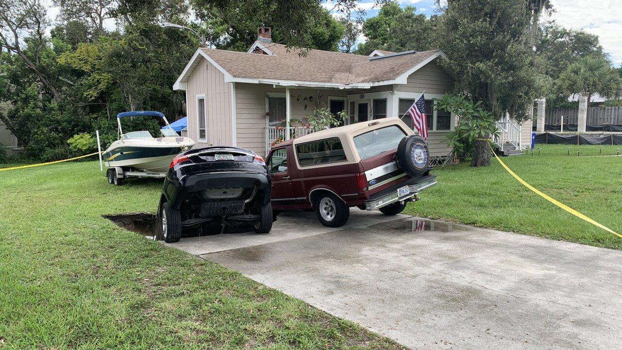 Palm Harbor car in hole.jfif