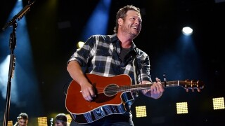 Blake Shelton bringing 'Friends and Heroes' tour to Detroit with Trace Adkins