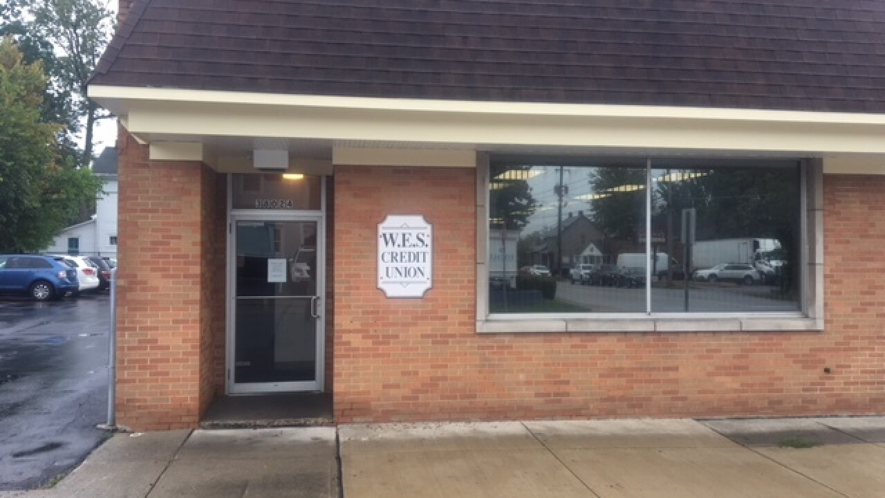 Police officer stops Willoughby bank robbery
