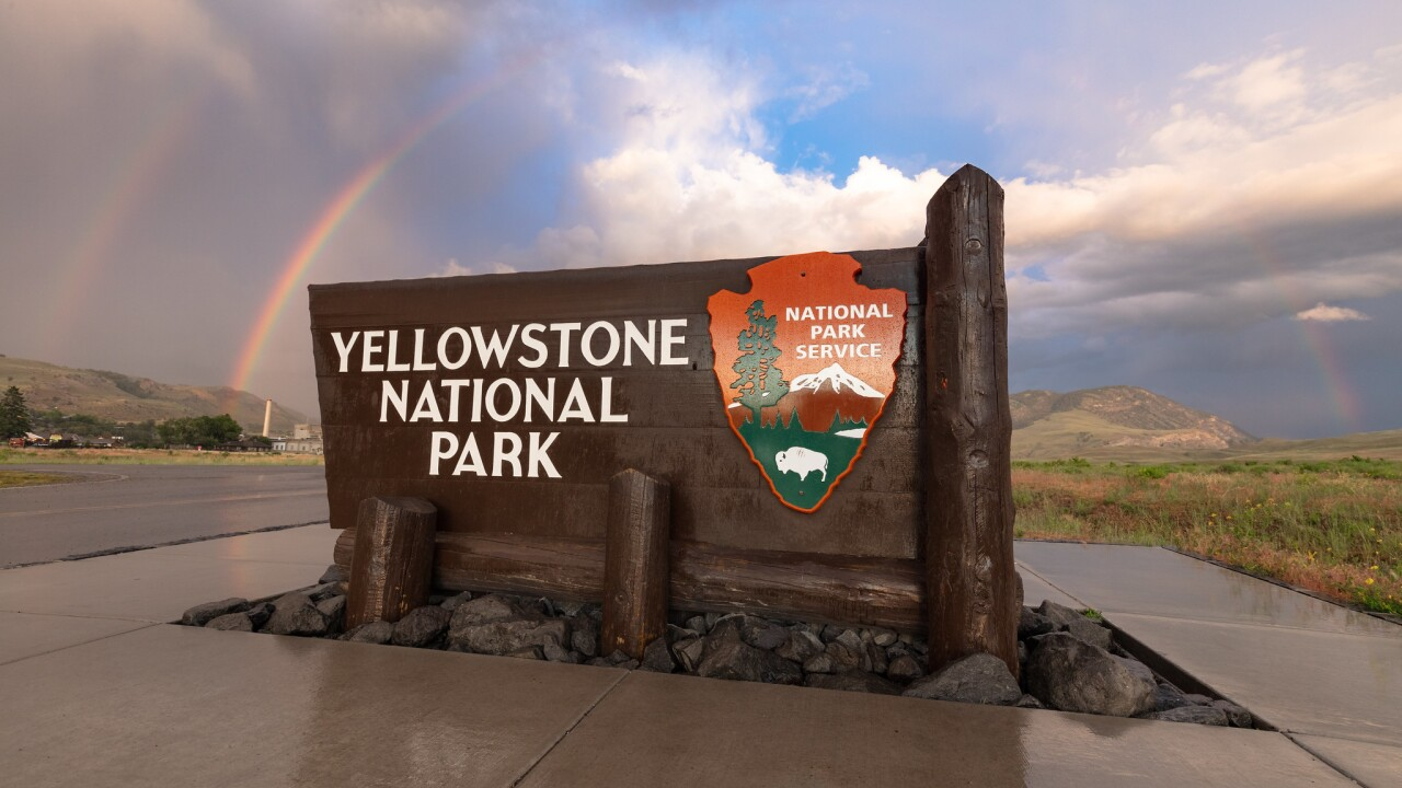 Yellowstone North Entrance park sign and double rainbow