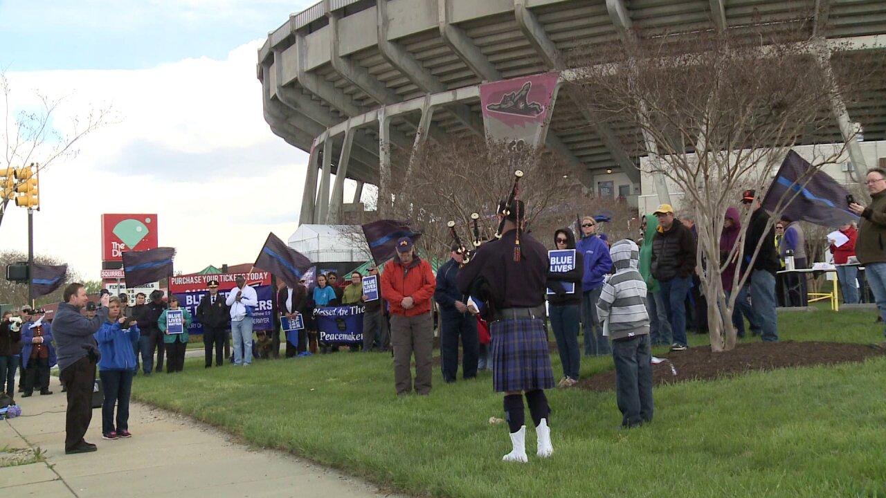 Teen organizes 'Blue Lives Matter' rally after trooper Dermyershooting