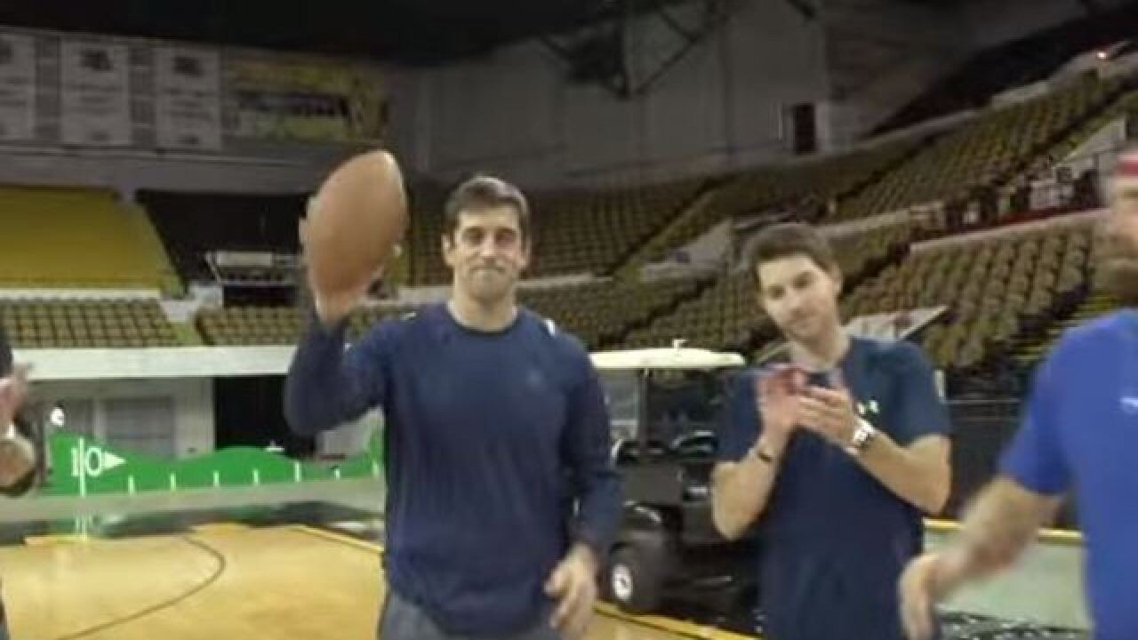 Aaron Rodgers is a trick-shot extraordinaire