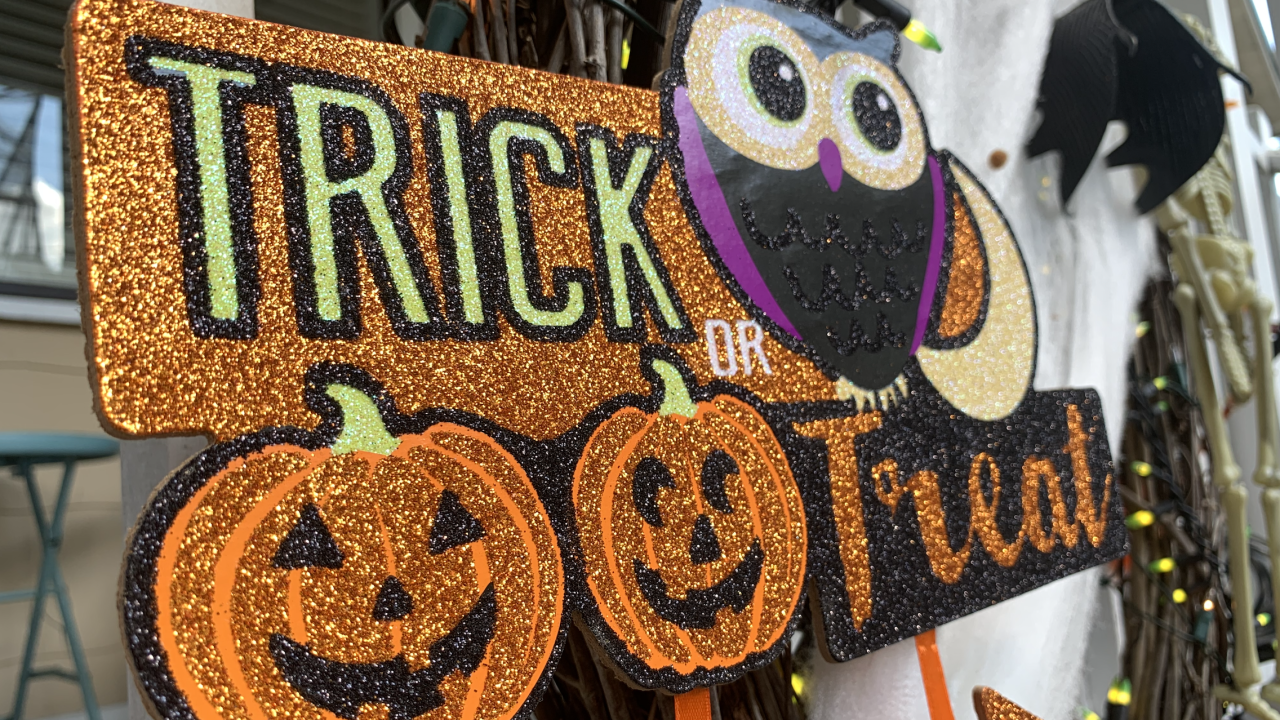 Is it safe to go trick-or-treating? Some medical experts say yes, with added safety measures