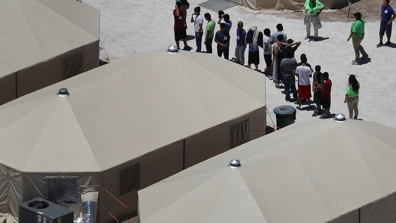 Government to expand, extend Texas tent shelter for children