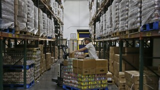 Food banks see 60% jump in demand amid pandemic, Feeding America says
