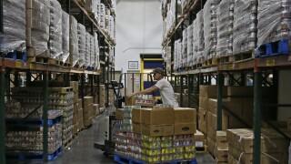 Food banks see 60% jump in demand amid pandemic, Feeding America says